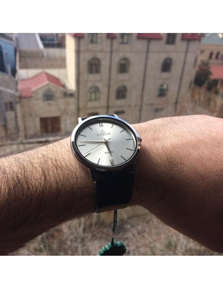 Fitron sadə dizaynda kişi üçün saat